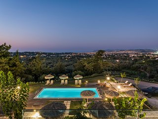 Live in luxury! 7 bedrooms villa for big groups with private heated pool