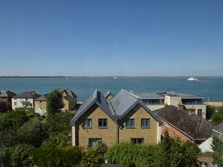 62731 Apartment situated in Cowes