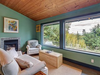 NEW LISTING! Cozy home & studio w/patio & Mt. Baker view - near dining/hiking