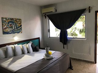 R205 Private room with king bed, balcony, AC and WiFi Downtown Cozumel