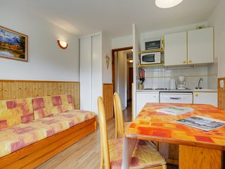 Levassaix Apartment Sleeps 4 with WiFi - 5051030