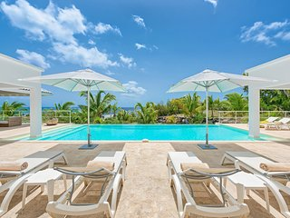 BAMBOO... Save 15% on this romantic 2BR villa, equal master suites, very private