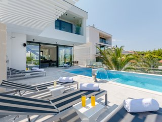 3 bedroom Villa with Pool and WiFi - 5674975