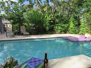 Graf Hill House Fort Lauderdale, Private Pool Home, Gardens. Very walkable area.