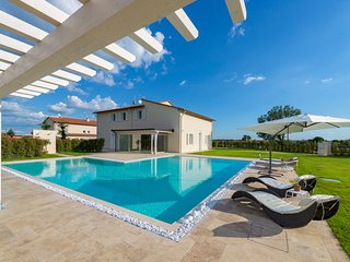 5 bedroom Villa in Saette, Tuscany, Italy : ref 5674972