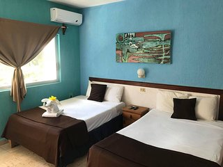 R208 Private room with 2 double beds, balcony, AC and WiFi Downtown Cozumel