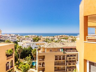 Vistas al mar, Piscina, Pista de Tenis, Parking Privado y a 500 m.  Campo Golf