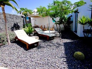 bonito apartamento con terraza y jardín