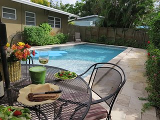 Avenue Ten - 3B/2B Home, Heated Pool, Internet and parking. Walk to Wilton Drive