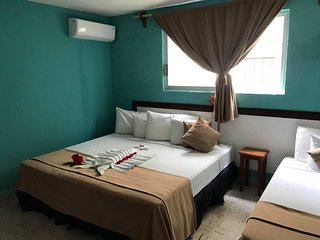 R 215 Private room with king/twin beds with AC, and WiFi Downtown Cozumel