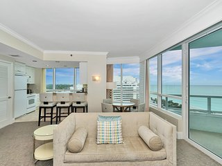 Large Ocean View 1 Bedroom 2 Bath Suite at Fontainebleau Tresor