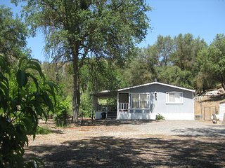 Oak Hills Retreat--only 40 minutes from Sequoia/Kings Canyon Parks!