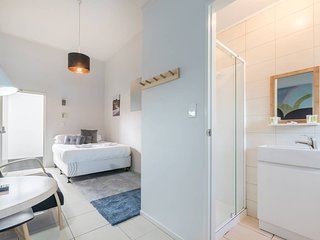 Clean & affordable studio with ensuite bathroom