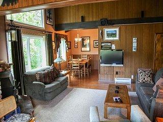 Cozy Condo With Gorgeous Mountain Views! Family Friendly.