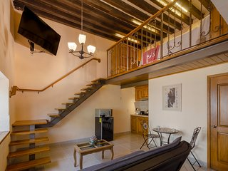 El Portal. Beatiful loft studio at the heart of downtown.