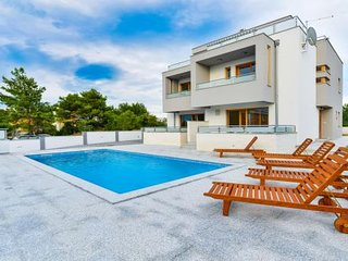 NEW VILLA WITH SWIMMING POOL AND ROOF TERRACE