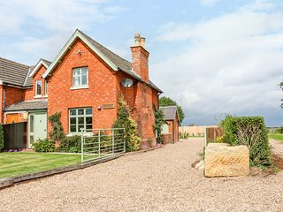 CHIPPERS COTTAGE, pet-friendly, exposed beams, countryside, Ref 971582