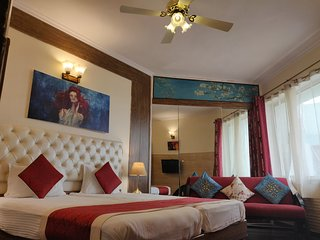 Luxury Rooms near Connaught Place
