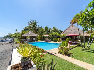 Villa Jasmine: Romantic Beachfront Paradise with full privacy