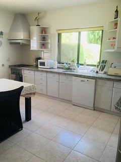 Casa Jean-Algarve bright kitchen