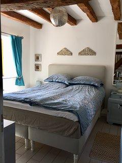 Cherry Tree - Ground floor bedroom with kingsize bed and en-suite