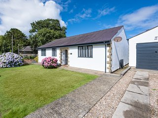 1 Bro Dwylan: Contemporary bungalow located in the seaside village of Tudweiliog