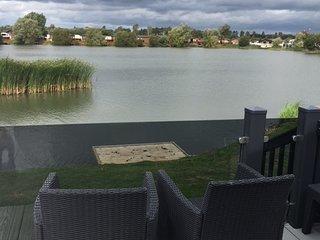 Luxury lodge on fishing lake with hot tub