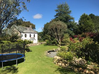 Boutique Cornish Farmhouse nr Bodmin Moor, sleeps 10-12 in 5 Bedrooms