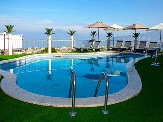 2 bedroom Apartment in Sant'Agata sui Due Golfi, Campania, Italy : ref 5248212