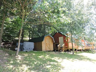 The Overlook-Hocking Hills-Pet friendly Cabin with private pond, & no neighbors!