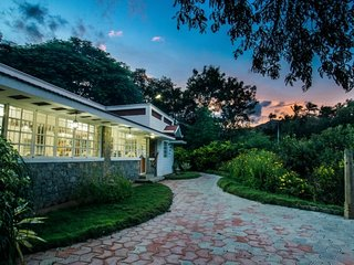 Deco Villa, Near Isha Yoga - An Ecorganic Boutique Farmstay