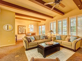 Luxury 3-Bedroom Villa in Gated Community - Pools, Fitness Center, Mountain View