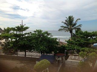 Pé na areia da praia do Tombo-Duplex 2 dorms c/ar cond. +2 banheiros, 1vaga+Net