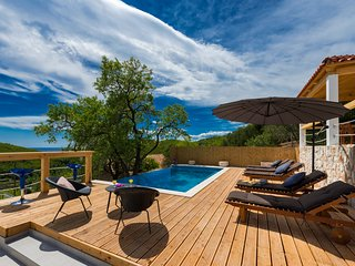 Villa Dundo Pero - Four Bedroom Villa with Swimming Pool and Sea View