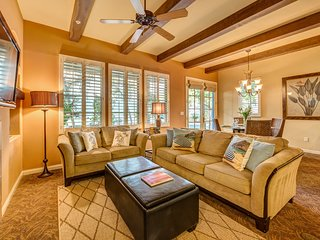 Tahiti Suite - Luxury 3-Bedroom Villa Gated Community with Pool & Mountain Views