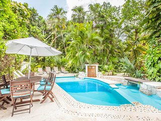 Amazing 4BR Villa few steps to the BEACH! With private pool, wet bar and grill!
