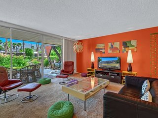 Royal Hawaiian Estates w/ Groovy & Tropical Flair