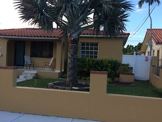 2/1 Coral Way Beauty , near Coral Gables,Brickell,downtown,mia airport, grove.
