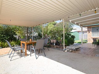 'Redman' , 2/8 Redman Place - Fantastic pet friendly duplex close to the water &
