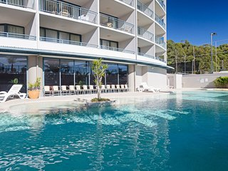 211 'The Landmark', 61B Dowling Street - Resort Style holiday with pool, games r
