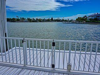 Historic Waterfront Resort Homes with Pool, Hot Tub, Fishing, Dock, Wifi