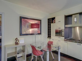 Great Location Milan Apartment! Walking distance to Downtown, Navigli & Bocconi!