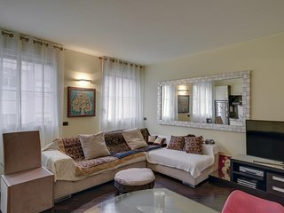 Great Location Milan Apartment! Walking distance to Downtown, Navigli & Bocconi!