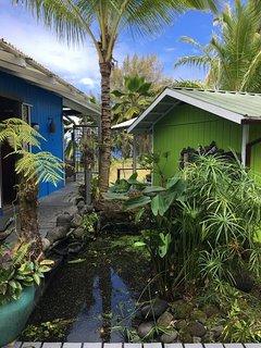 Coconut Cottage/Sunrise Cottages Hawaii | Walking Distance to Black Sand Beach