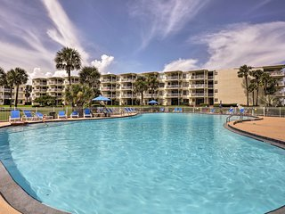 Enjoy access to the community pools and hot tub within the complex!