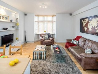 Beautiful flat with 2 bedrooms in West London