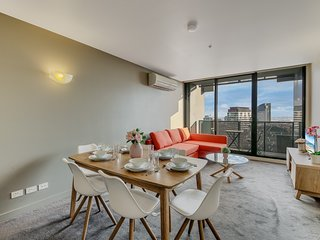 2BR MODERN CBD Apartment, CITY VIEWS, FREE PARKING