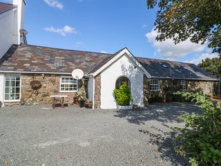 SEREN MOR, dog friendly, views, Dwyran