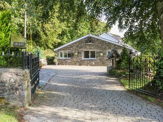 THE OLD MILL COTTAGE, dog friendly, Llansannan