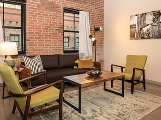 High-end 3BR Loft in Luxury Building! Amenities - 5-10 mins to Midtown Manhattan